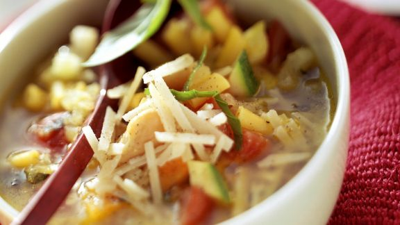 Rezept: Minestrone mit Parmesan