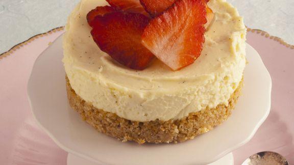 Rezept: Mini-Käsekuchen mit Erdbeeren