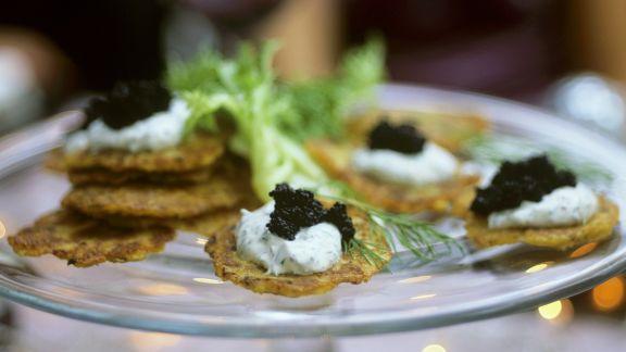 Rezept: Mini-Kartoffelküchlein mit Dillcreme und Kaviar