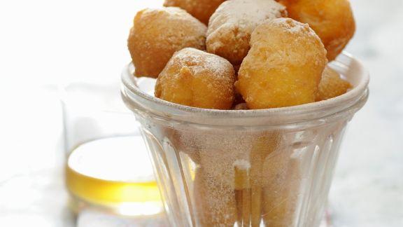 Rezept: Mini-Krapfen auf französische Art (Pets de nonne)