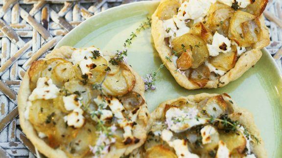 Rezept: Mini-Pizzen mit Schafskäse