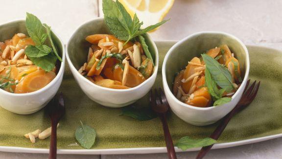 Rezept: Minze-Karotten mit Zitronensoße und Mandeln