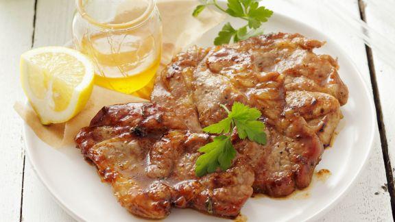 Rezept: Mit Honig marinierte Schweinenackensteaks