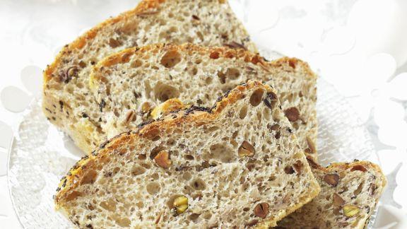 Rezept: Mohn-Nuss-Brot zu Ostern