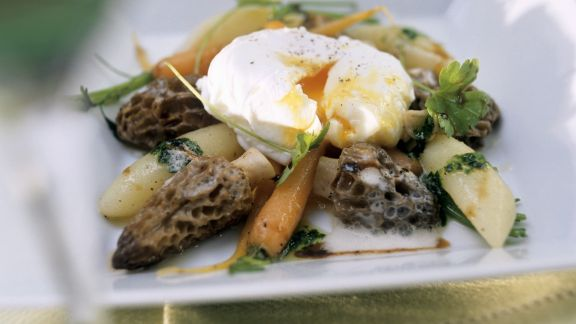 Rezept: Morchel-Karotten-Ragout mit verlorenem Ei