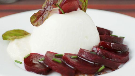 Rezept: Mousse aus Meerrettich mit Rote-Bete-Salat