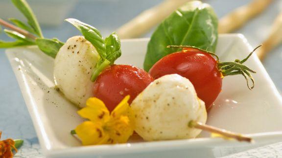 Rezept: Mozzarella-Tomaten-Spieß