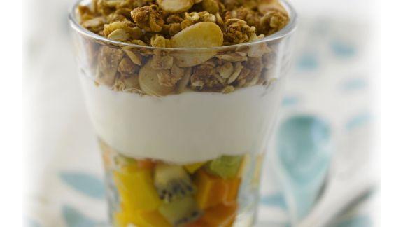 Rezept: Müsli mit Fruchtsalat mit Joghurt