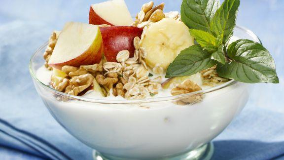 Rezept: Müsli mit Joghurt und Obst