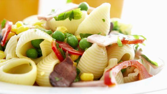 Rezept: Muschelnudeln mit Schinken und Gemüse