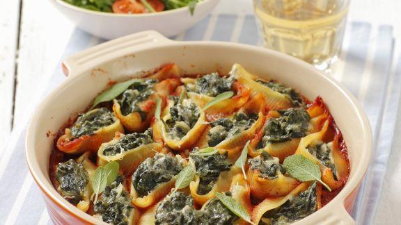 Rezept: Muschelnudeln mit Spinatfüllung und Tomatensugo