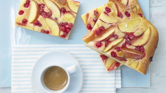 Rezept: Nektarinen-Johannisbeer-Kuchen