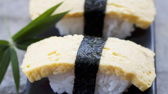 Rezept: Nigiri-Sushi mit Omelett (Tamagosushi)