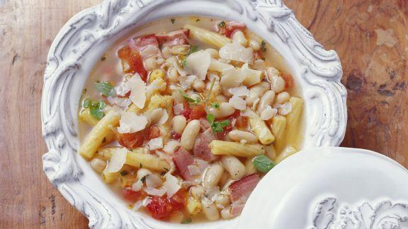 Rezept: Nudel-Bohnen-Suppe mit Speck