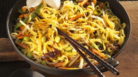 Rezept: Nudel-Gemüse-Pfanne auf asiatische Art