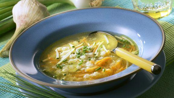 Rezept: Nudel-Gemüsesuppe