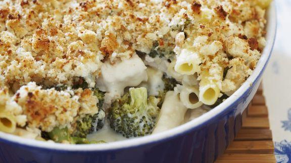 Rezept: Nudel-Hähnchen-Gratin mit Broccoli