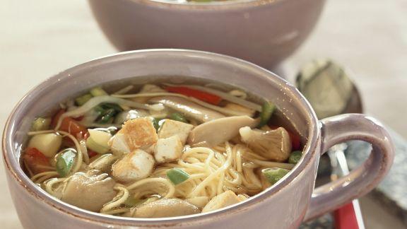 Rezept: Nudel-Tofu-Suppe mit Austernpilzen