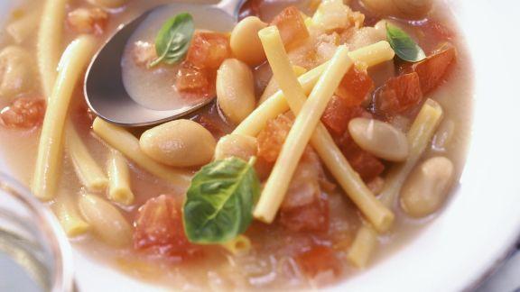 Rezept: Nudel-Tomaten-Suppe mit Bohnen