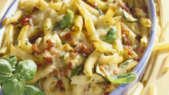 Rezept: Nudel-Zucchini-Gratin mit Schinken