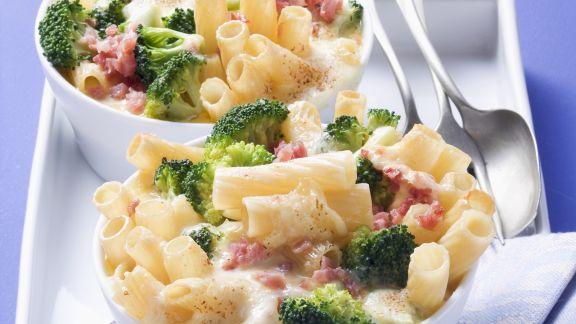 Rezept: Nudelauflauf mit Brokkoli und Schinkenwürfel