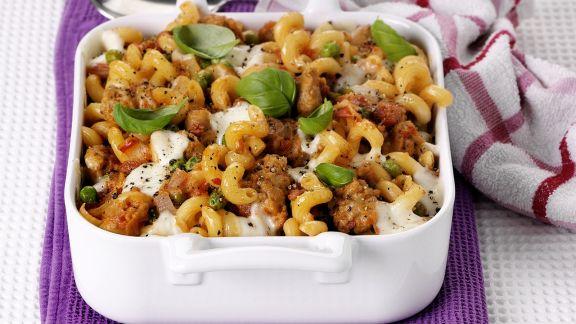 Rezept: Nudelauflauf mit Wurstbrät, Tomaten und Mozzarella