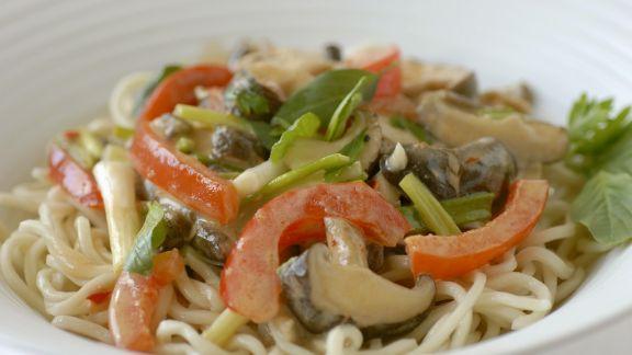 Rezept: Nudeln mit Gemüse auf thailändische Art