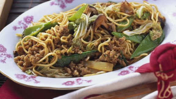 Rezept: Nudeln mit Hackfleisch und Gemüse auf chinesische Art