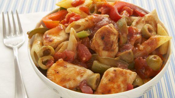 Rezept: Nudeln mit Hähnchen-Tomaten-Soße und Paprika