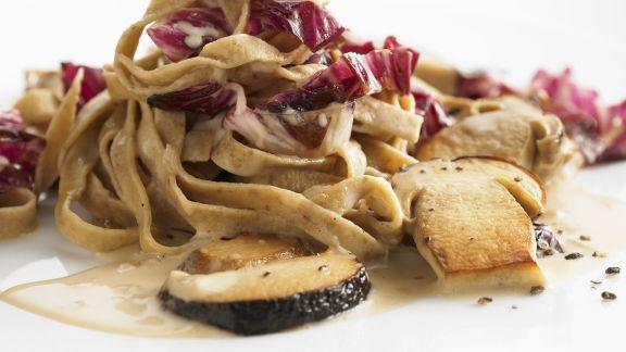 Rezept: Nudeln mit Steinpilzen und Radicchio