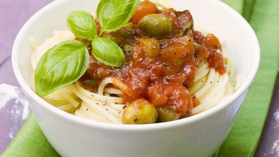 Rezept: Nudeln mit Tomaten-Olivensauce