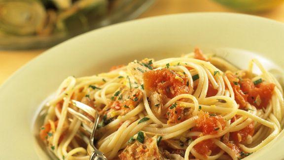 Rezept: Nudeln mit Tomaten-Thunfischsauce