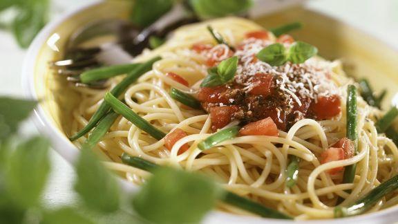 Rezept: Nudeln mit Tomaten und Bohnen