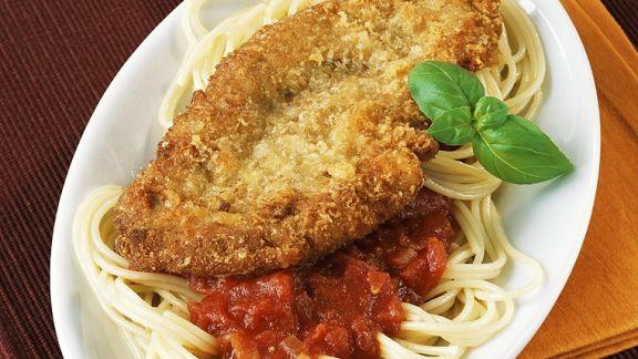 Rezept: Nudeln mit Tomatensauce und Schnitzel