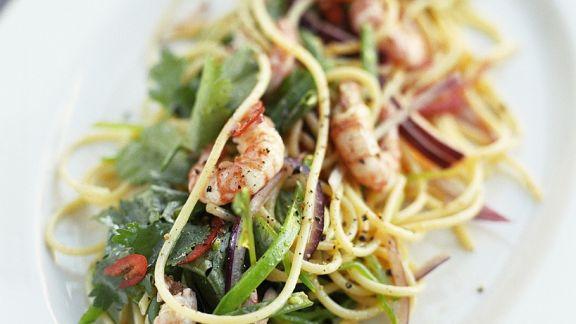Rezept: Nudelsalat mit Zuckerschoten und Shrimps