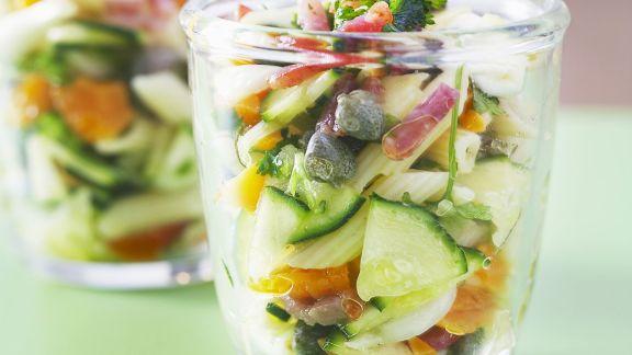 Rezept: Nudelsalat nach Mittelmeer-Art mit Speck