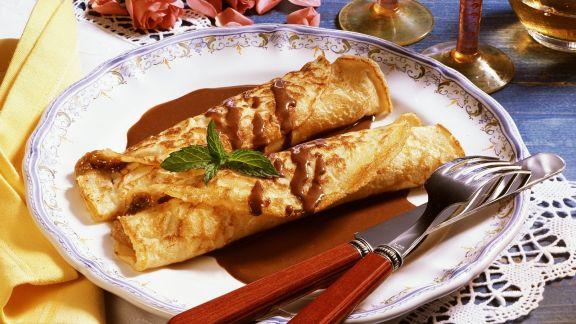 Rezept: Nuss-Pfannkuchen mit Schoko-Rum-Soße