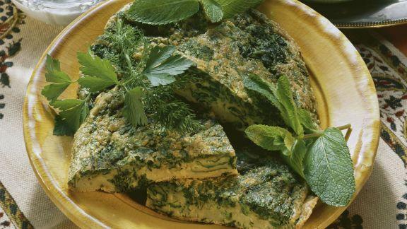Rezept: Omelett auf arabische Art mit Kräutern und Joghurtsoße