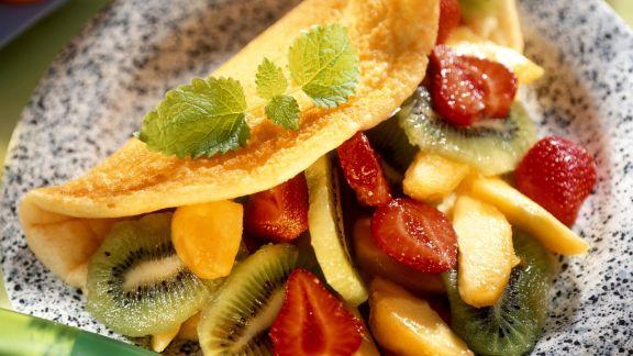 Rezept: Omelett mit Obstsalat