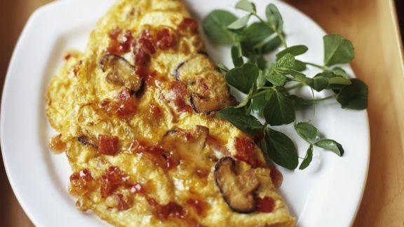 Rezept: Omelett mit Pilzen dazu Chilisoße