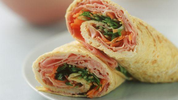 Rezept: Omelett mit Schinken-Salat-Füllung