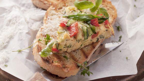 Rezept: Omelett mit Zucchini und Paprika