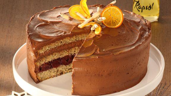 Rezept: Orangen-Glühwein-Torte mit Zimt-Kirschen