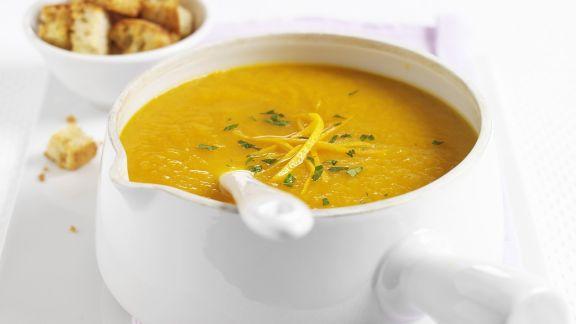 Rezept: Orangen-Möhren-Suppe mit Croûtons