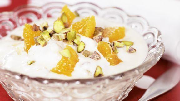 Rezept: Orangenjoghurt mit Pistazien