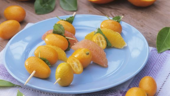 Rezept: Oranger Obstspieß mit Kumquat, Grapefruit und Orange