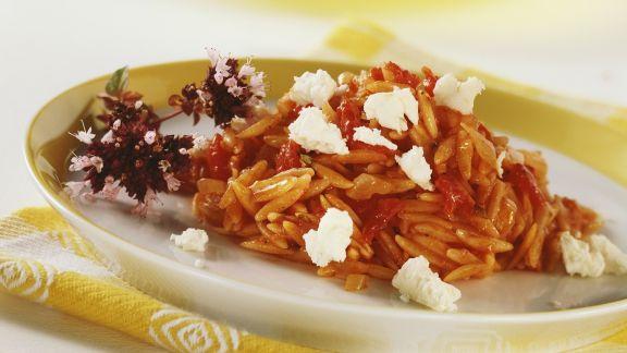 Rezept: Orzo mit Tomaten und Schafskäse