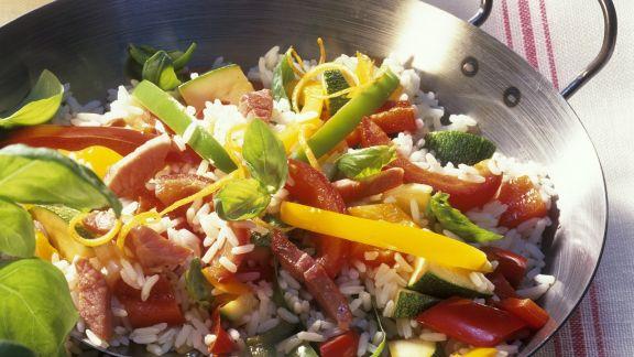 Rezept: Paella mit Gemüse, Schinken und Basilikum