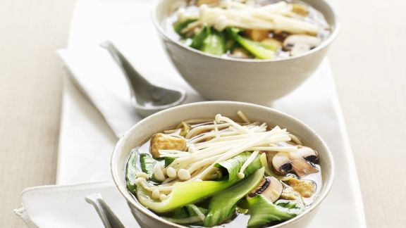 Rezept: Pak Choy-Suppe mit Pilzen