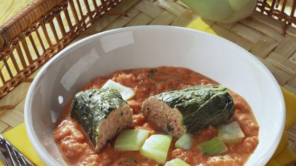 Rezept: Paksoi-Rouladen mit Fleischfüllung und Tomatensoße